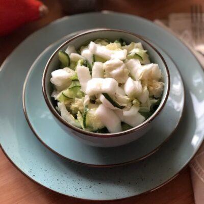 Салат из пекинской капусты и огурцов - рецепт с фото