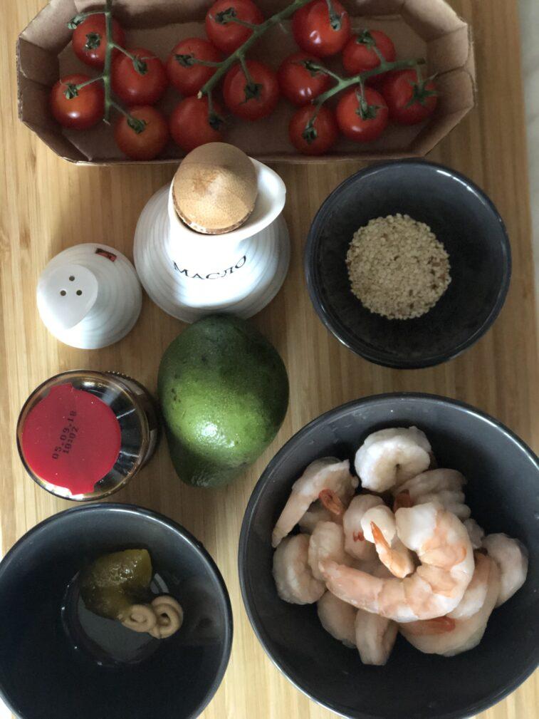 Фото рецепта - Салат с авокадо и креветками - шаг 1