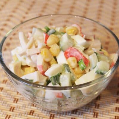 Салат с крабовым мясом и кукурузой - рецепт с фото
