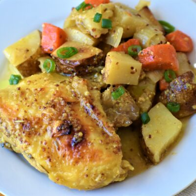 Запеченная курица и картофель в медово-горчичном соусе - рецепт с фото