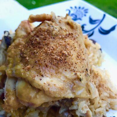 Куриные бедра с грибной сливочной подливой - рецепт с фото