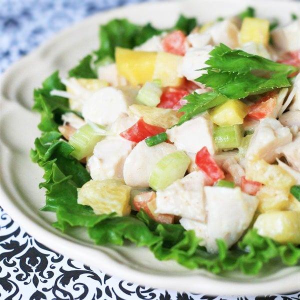 Тропический салат с индейкой и овощами