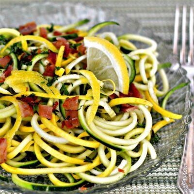 Летний салат из кабачков с сыром и прошутто - рецепт с фото