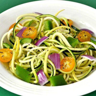 Салат из кабачков с помидорами и перцем - рецепт с фото