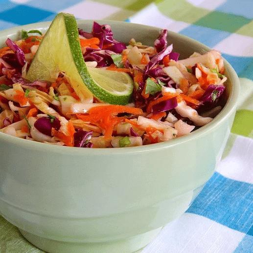 Цветной салат из капусты с лаймовой заправкой