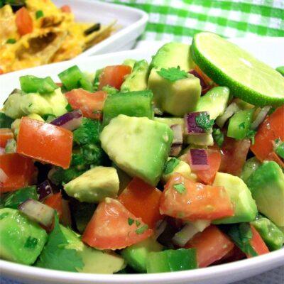 Овощной салат с авокадо - рецепт с фото