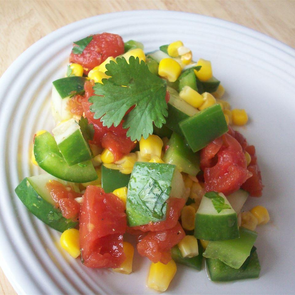 Мексиканский салат из овощей с кукурузой
