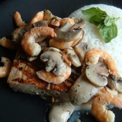 Сливочный соус с грибами и креветками - рецепт с фото