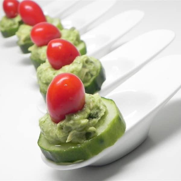 Овощная закуска из авокадо и огурцов