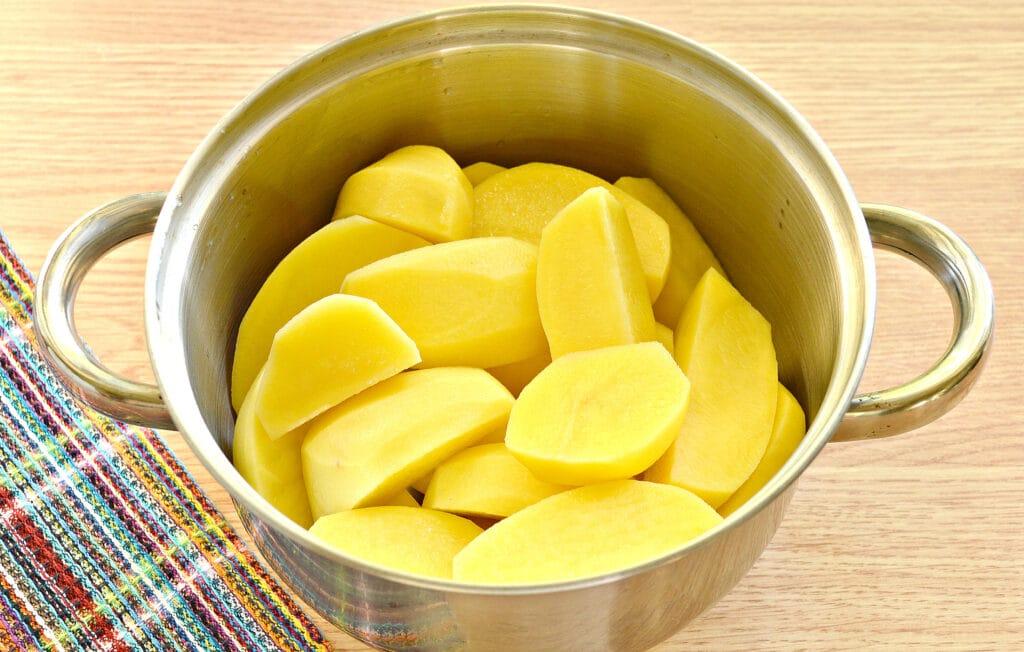 Фото рецепта - Картофельное пюре без молока с яйцом - шаг 1