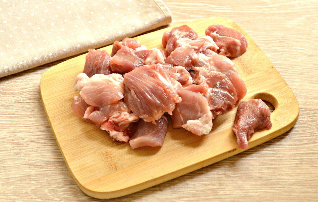 Фото рецепта - Свинина тушеная с капустой и замороженными овощами в мультиварке - шаг 1