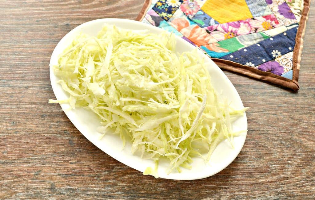 Фото рецепта - Капустный салат с ананасом - шаг 1