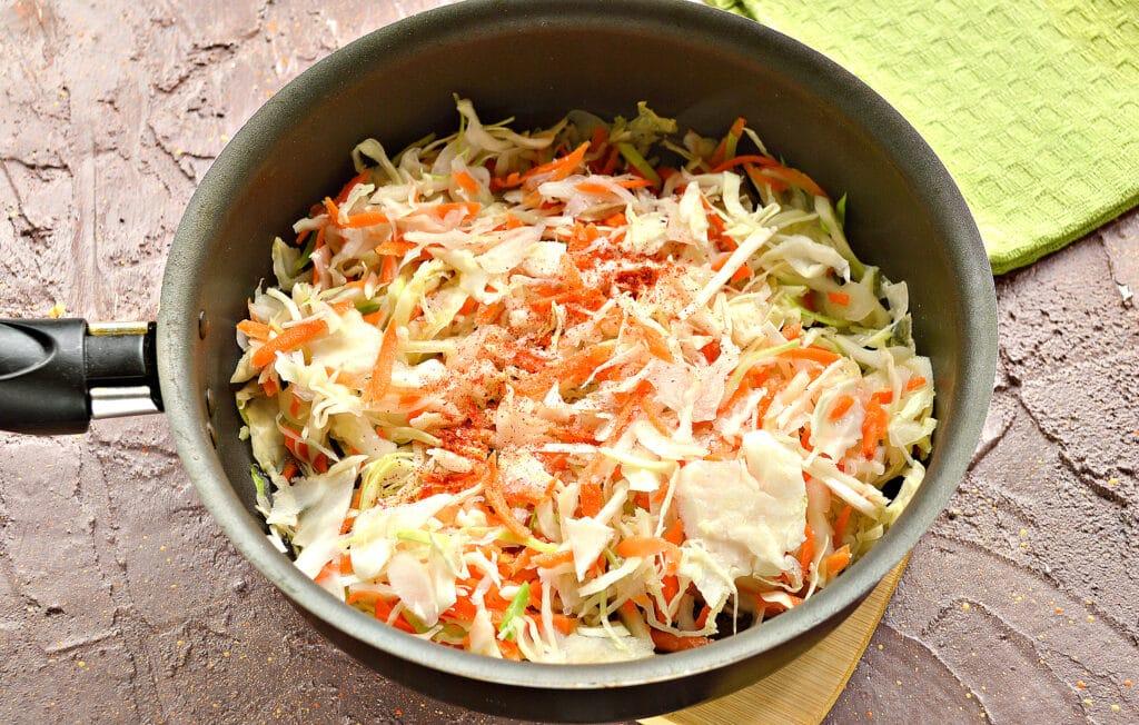 Фото рецепта - Картофель, тушенный с капустой и сосисками - шаг 1