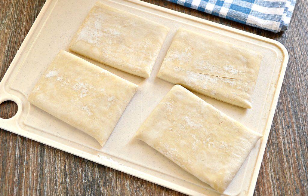 Фото рецепта - Слойки с мясным фаршем в духовке - шаг 1