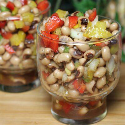 Салат из фасоли с перцем - рецепт с фото