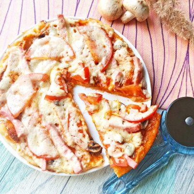 Пицца с колбасой и грибами в мультиварке - рецепт с фото