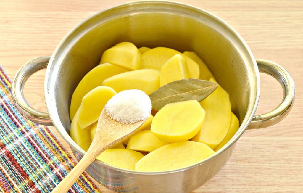 Фото рецепта - Картофельное пюре без молока с яйцом - шаг 2