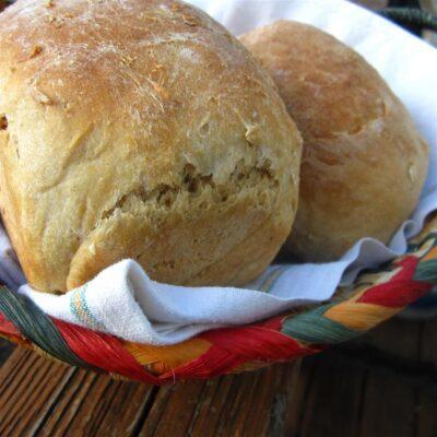 Хрустящий пшеничный хлеб с медом - рецепт с фото