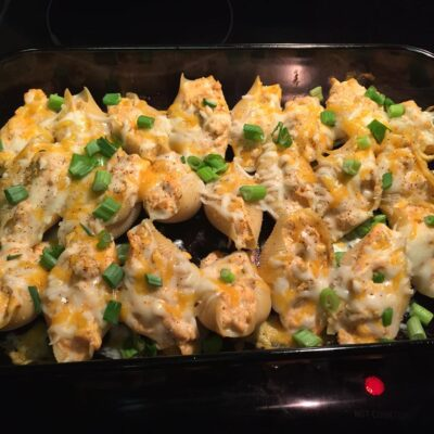 Ракушки, фаршированные курицей и сыром - рецепт с фото
