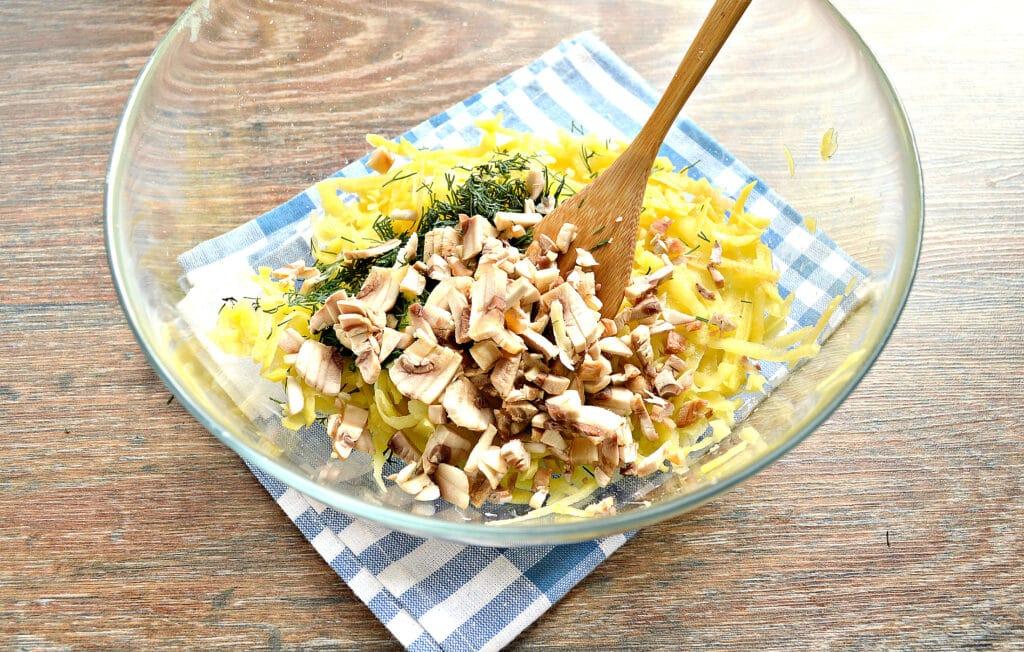 Фото рецепта - Картофельные оладьи с грибами и зеленью - шаг 2