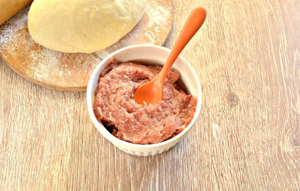 Фото рецепта - Чебуреки с мясом в духовке - шаг 2