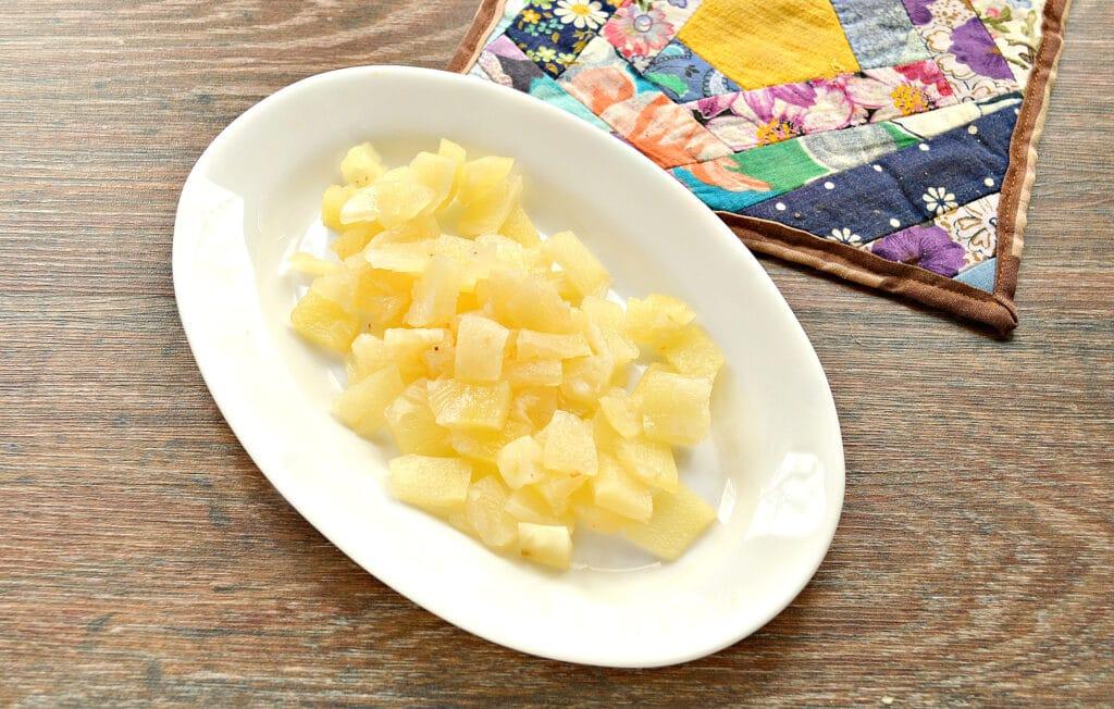 Фото рецепта - Капустный салат с ананасом - шаг 3