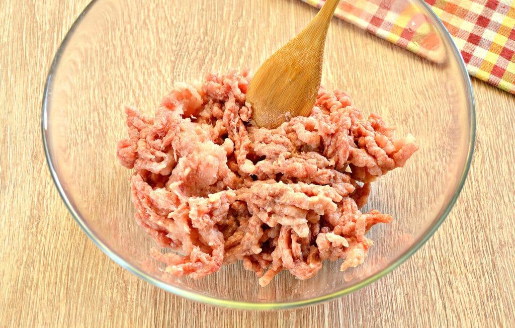 Фото рецепта - Начинка для пельменей из говядины и куриной грудки - шаг 4