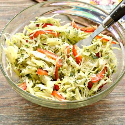 Капустный салат с ананасом - рецепт с фото