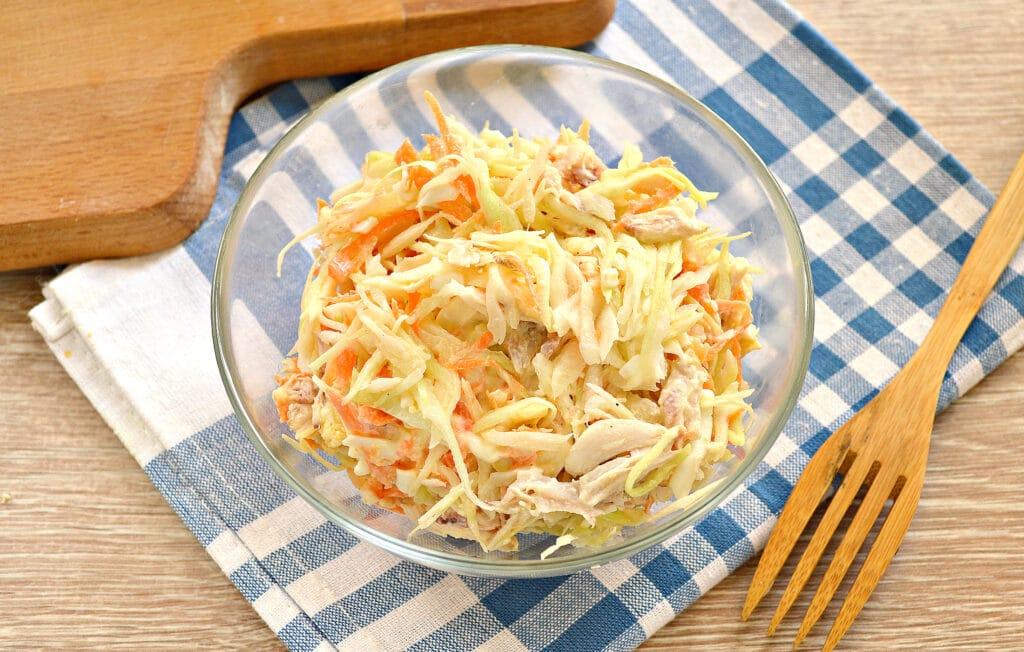 Фото рецепта - Салат со свежей капустой и курицей - шаг 7