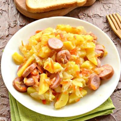 Картофель, тушенный с капустой и сосисками - рецепт с фото