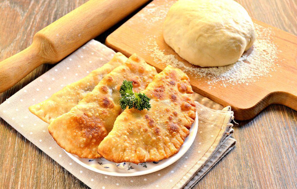 Фото рецепта - Тесто для чебуреков на горячем растительном масле - шаг 7