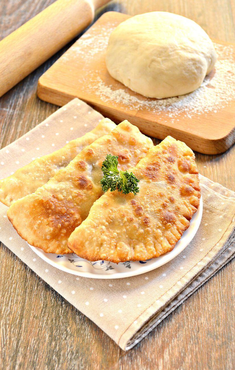 Тесто для чебуреков на горячем растительном масле
