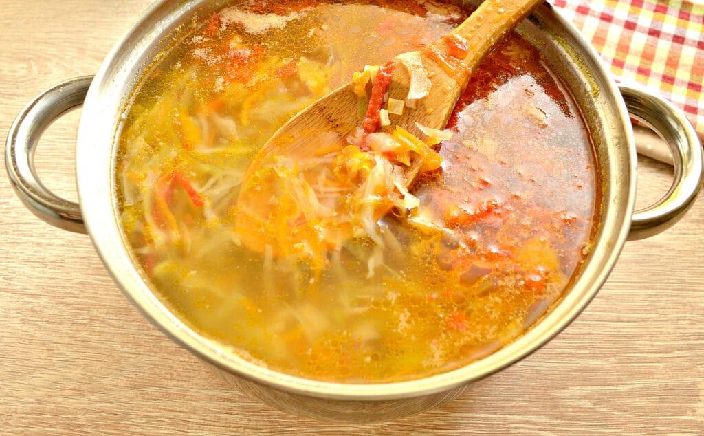 Фото рецепта - Щи со свежей капустой на говяжьей косточке - шаг 7