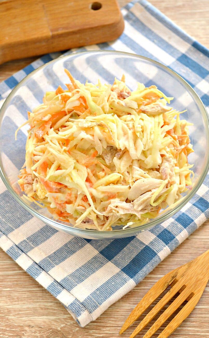 Салат со свежей капустой и курицей