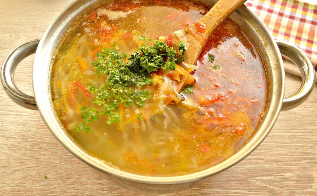 Фото рецепта - Щи со свежей капустой на говяжьей косточке - шаг 9