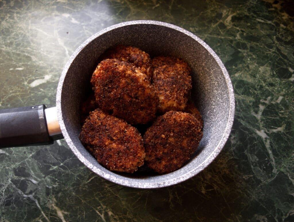 Фото рецепта - Рубленые котлеты из куриной грудки - шаг 8