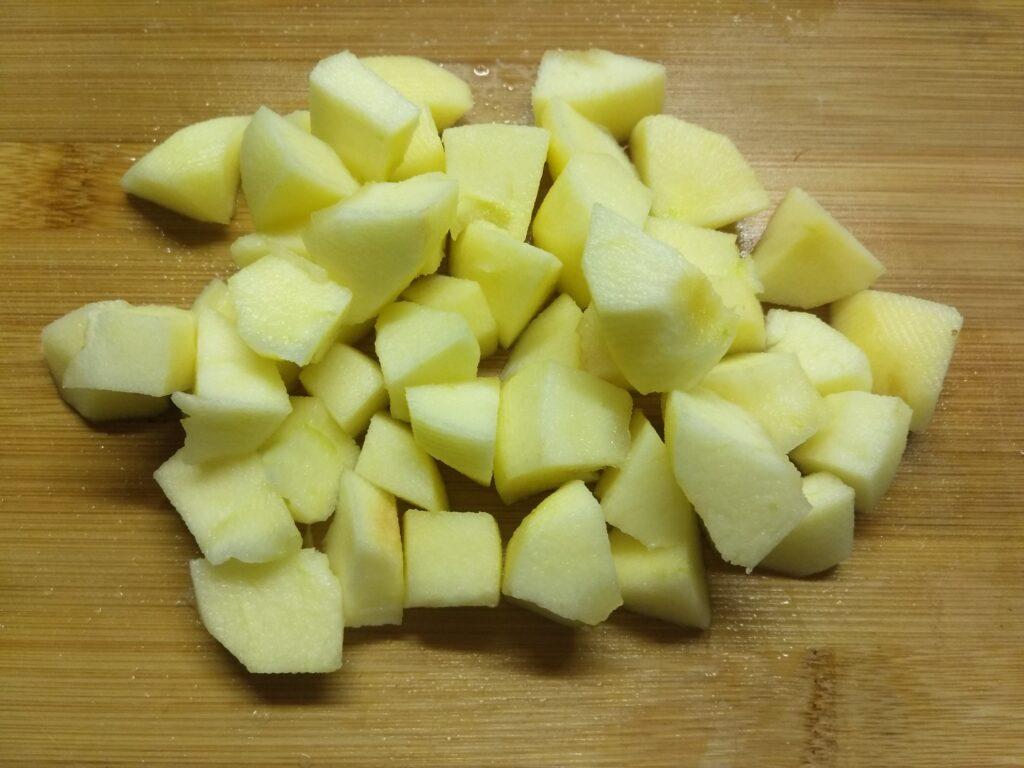 Фото рецепта - Картофель, запеченный с сосисками - шаг 1
