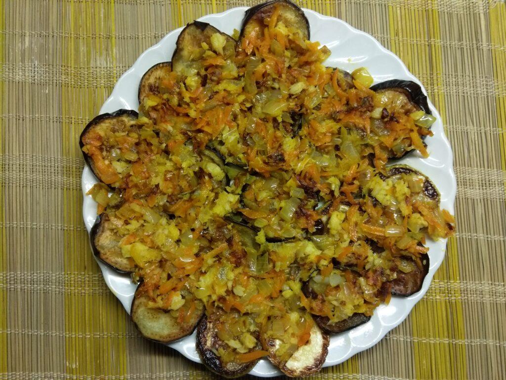 Фото рецепта - Быстрая закуска из кабачков и баклажанов - шаг 6
