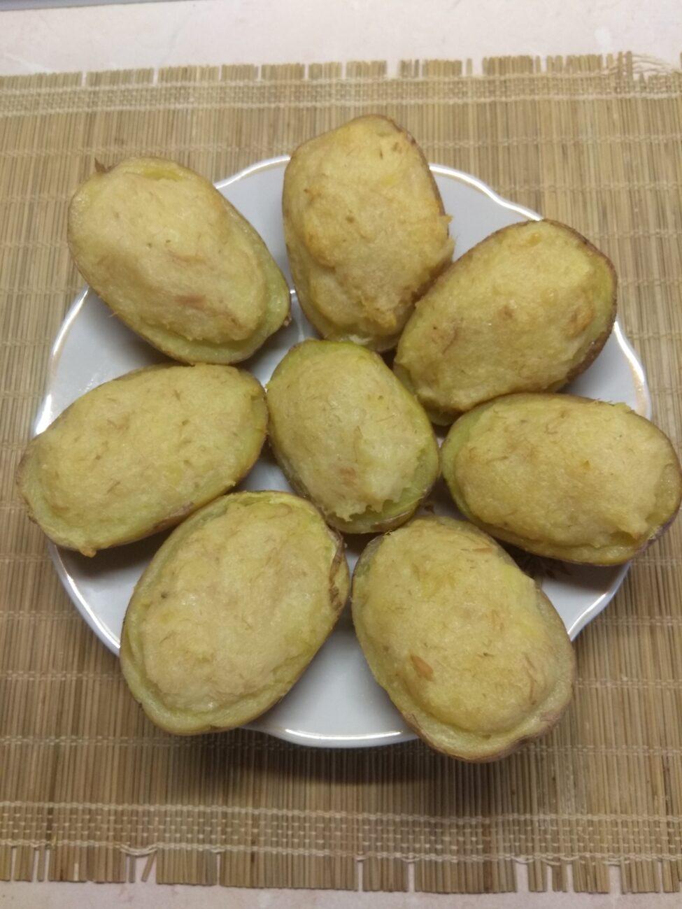 Картофель, фаршированный тунцом и пармезаном