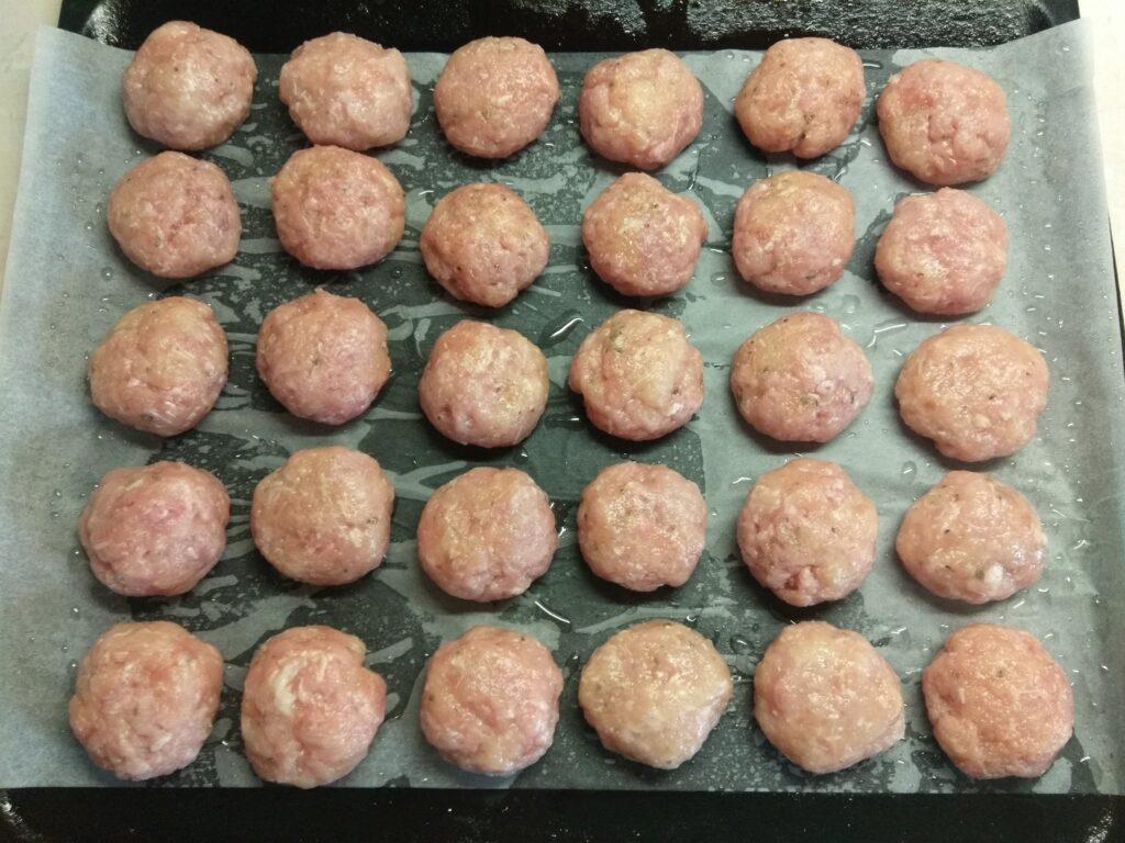Фото рецепта - Тефтели из курицы и свинины с сыром - шаг 5