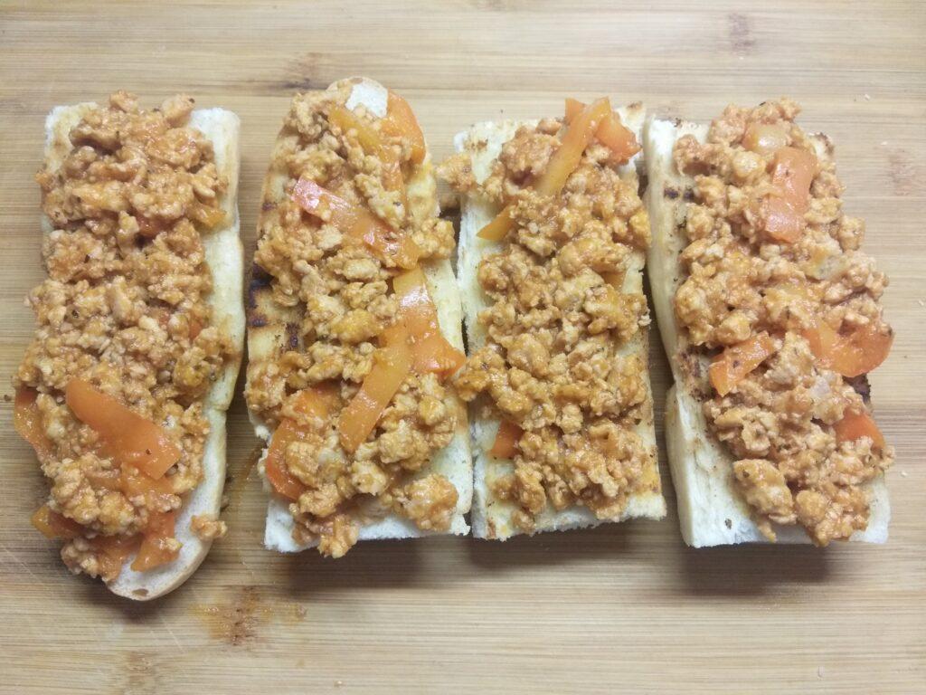 Фото рецепта - Горячие бутерброды со свиным фаршем - шаг 5