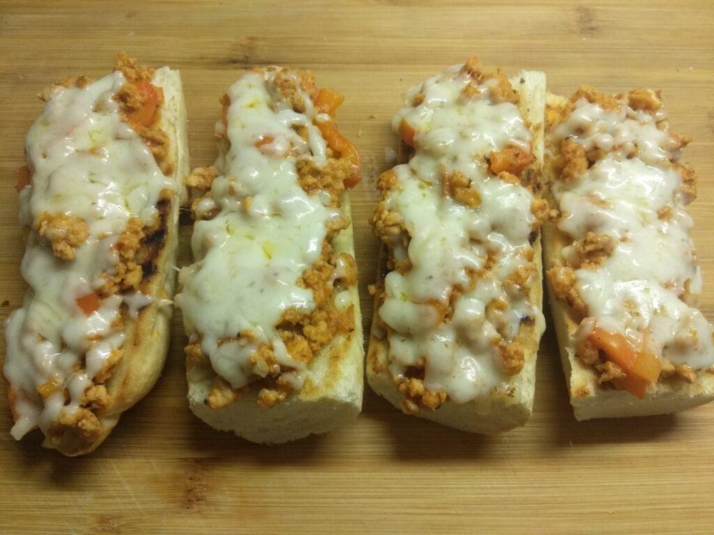 Фото рецепта - Горячие бутерброды со свиным фаршем - шаг 7