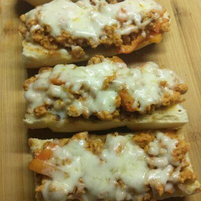 Горячие бутерброды со свиным фаршем - рецепт с фото