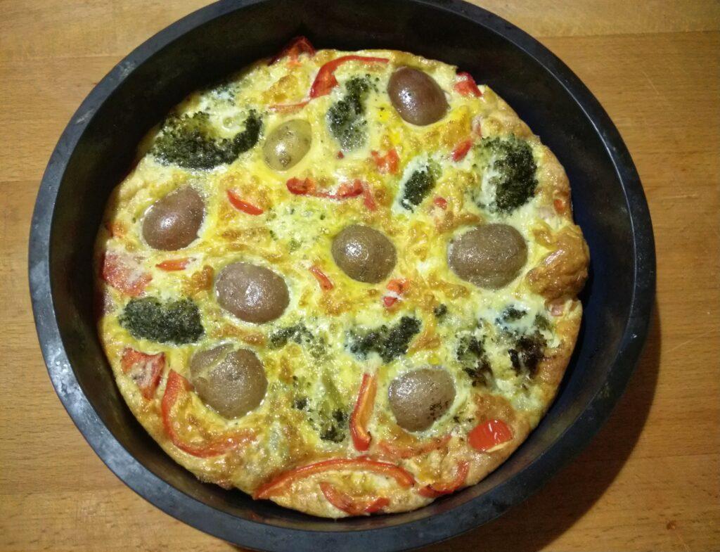 Фото рецепта - Яичная запеканка с картофелем, брокколи и перцем - шаг 5