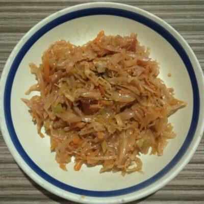 Капуста, тушенная со сливами в духовке - рецепт с фото