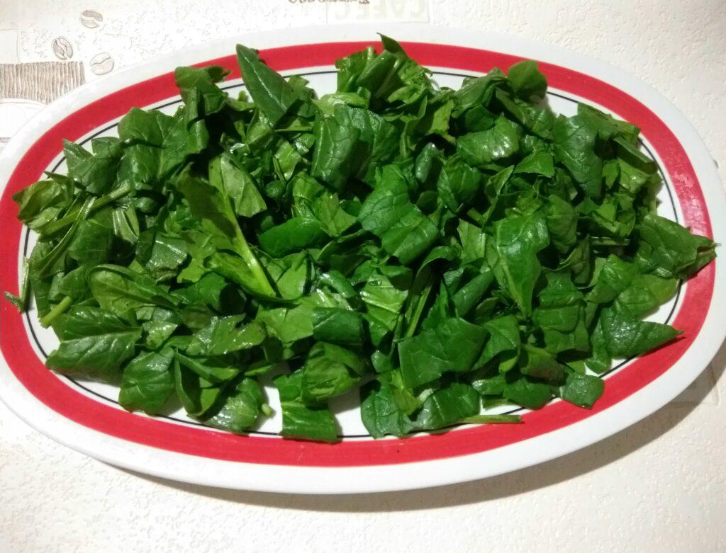 Фото рецепта - Салат со шпинатом, хамоном, сыром Пекорино и арбузом - шаг 1