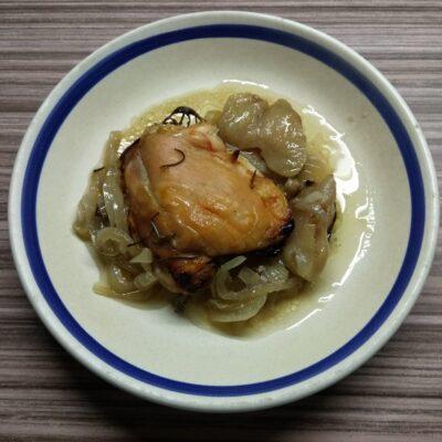 Куриные бедра с яблоками и розмарином - рецепт с фото