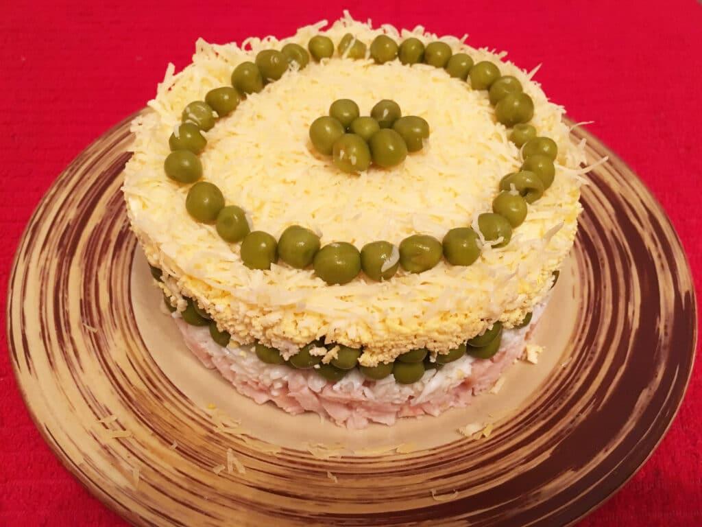 Фото рецепта - Слоеный салат с тунцом - шаг 3