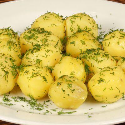 Вареный картофель - рецепт с фото