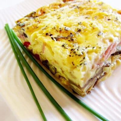 Яичная запеканка с овощами и ветчиной - рецепт с фото